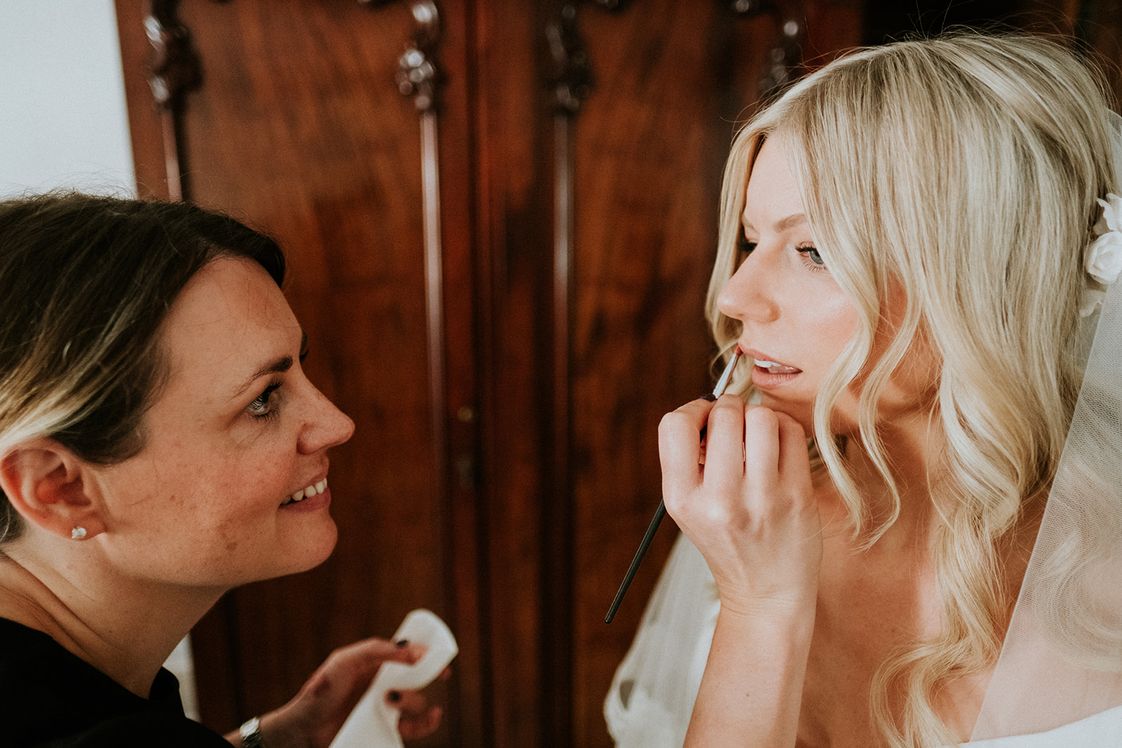 Rachel was looking for a more natural look that still had that special 'done up' feel to enhance her already beautiful features with the help of Charlotte Tilbury products.Click to find out more.